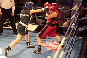 Alicia Holzken (blau) besiegt Annemarie Stark
