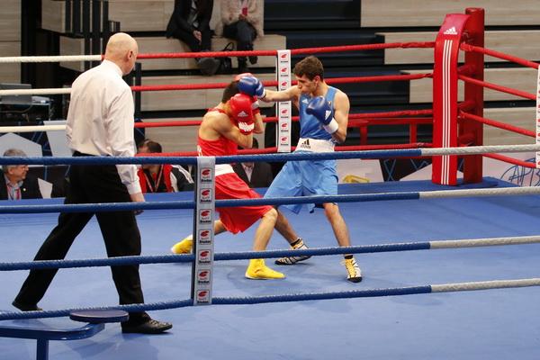 Christos (blau) besiegt APB-Weltmeister